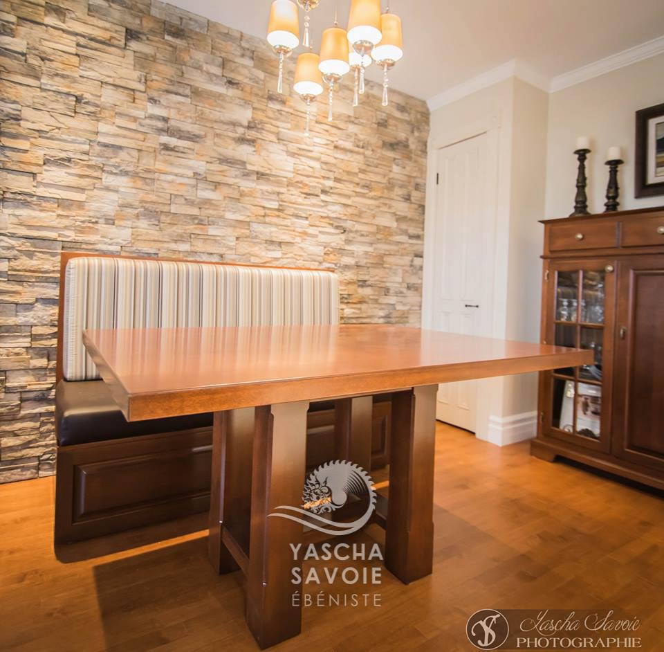 table de cuisine en merisier avec banquette meubles sur mesure yascha savoie b niste. Black Bedroom Furniture Sets. Home Design Ideas